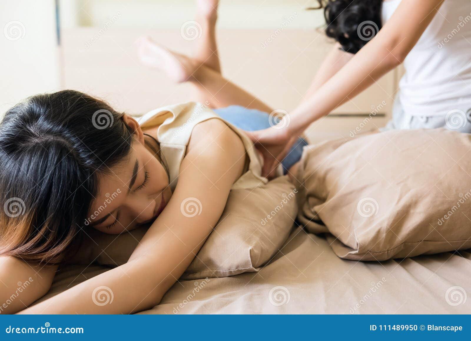 getting massage a lesbians