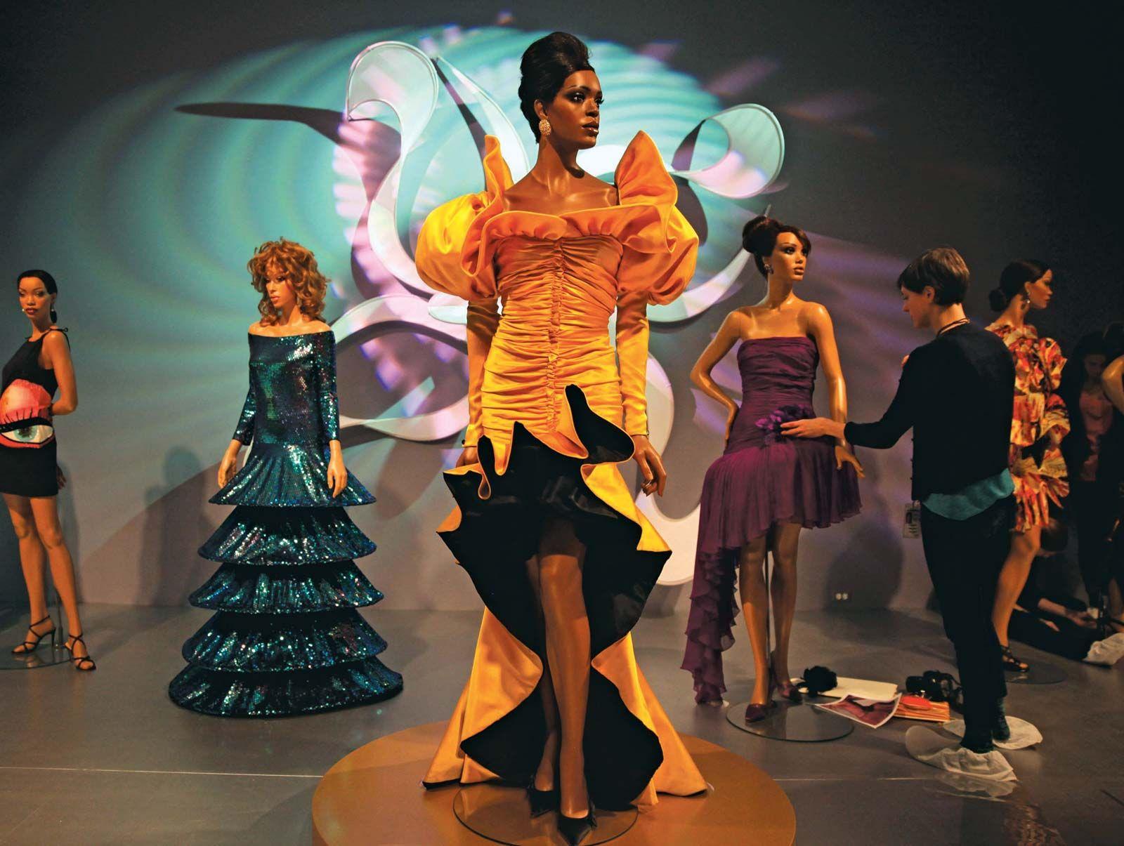 schedule show fashion ebony