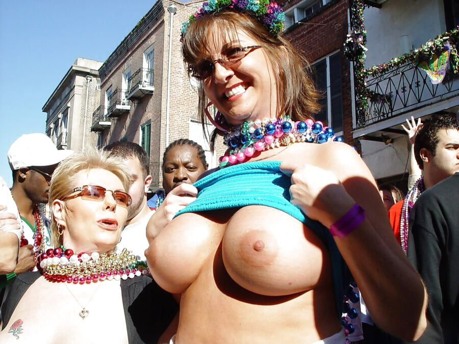 flassing boob mardi gas