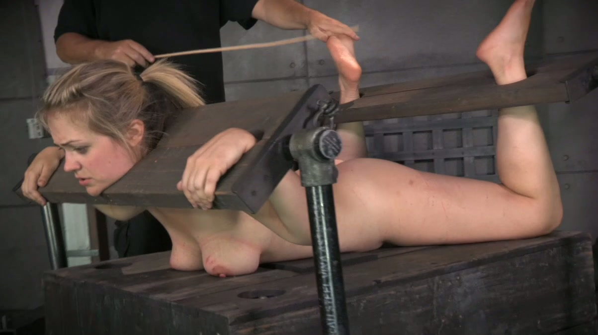 naked gifs girls peeing