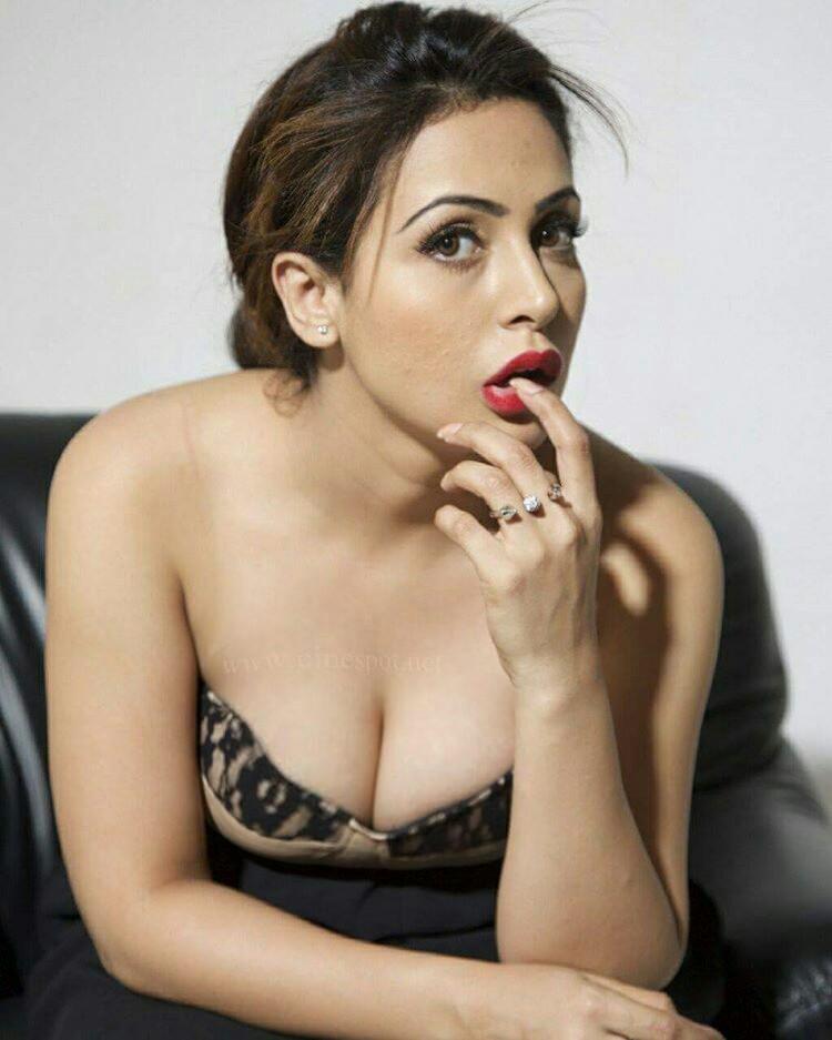 sexy boobs heroine