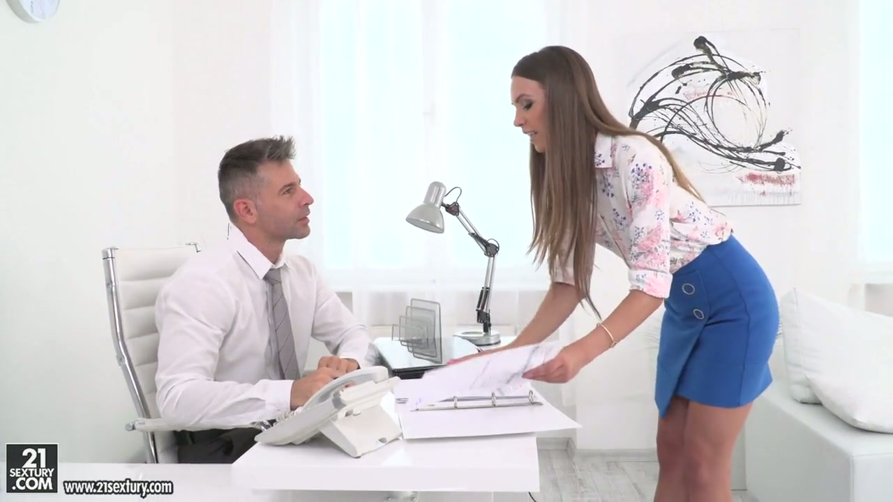 dildo squirts pussy
