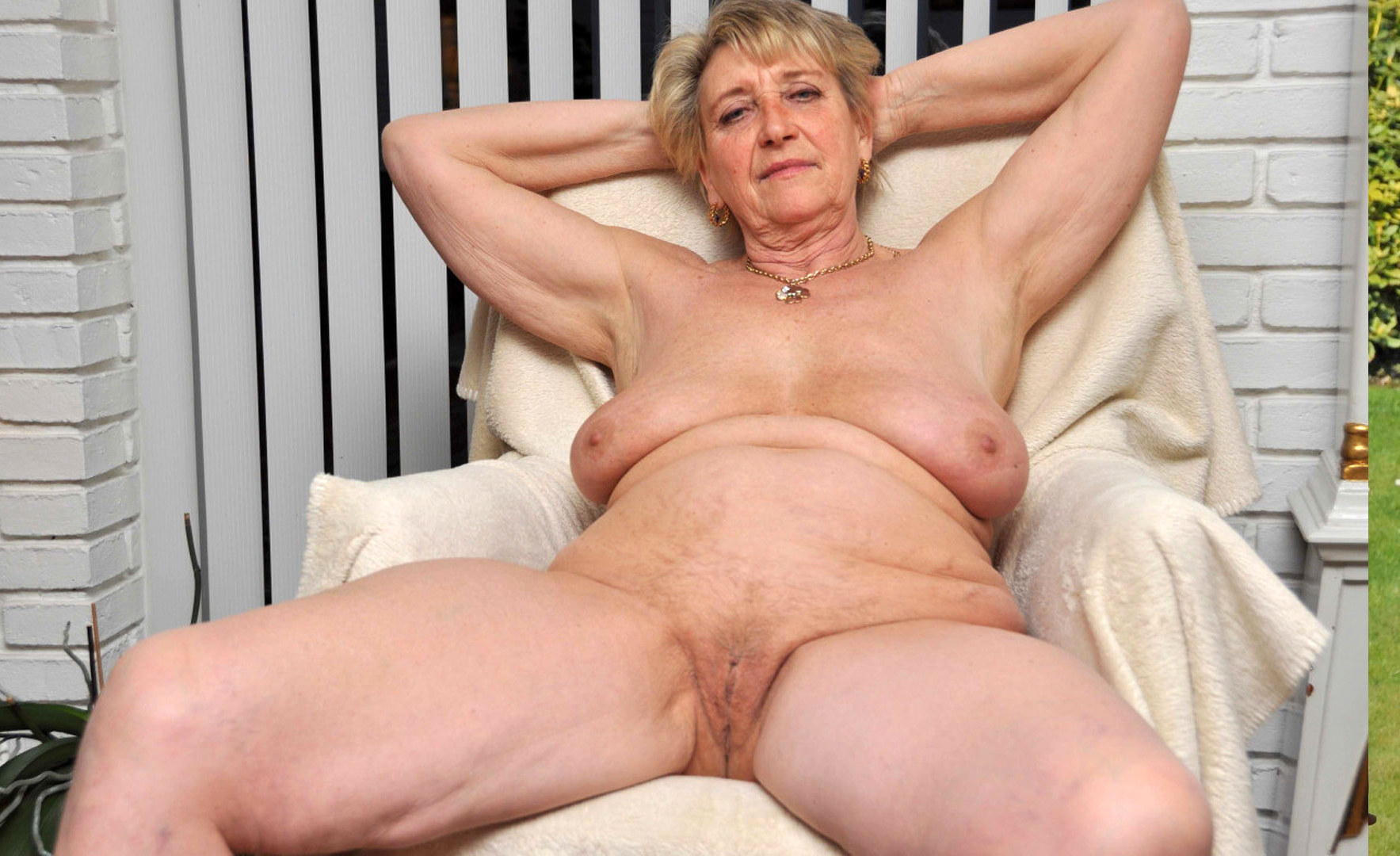 older xxx naked women