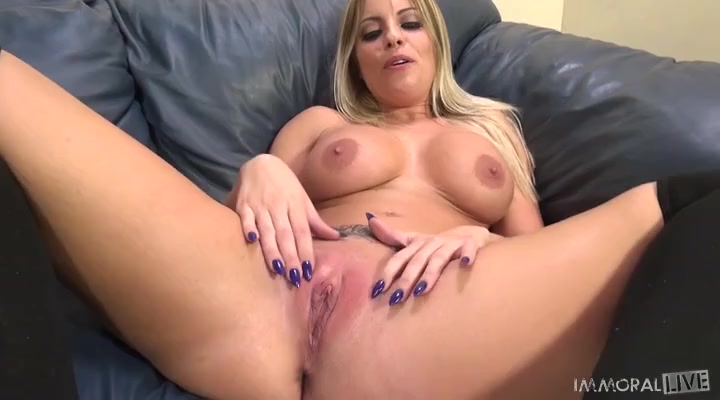 handjob gives the girl table under