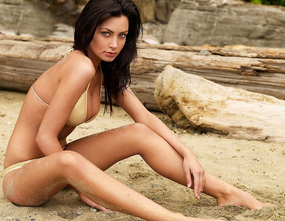 bikini brunette free