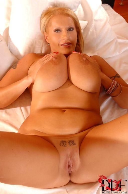 hot free blonde milf