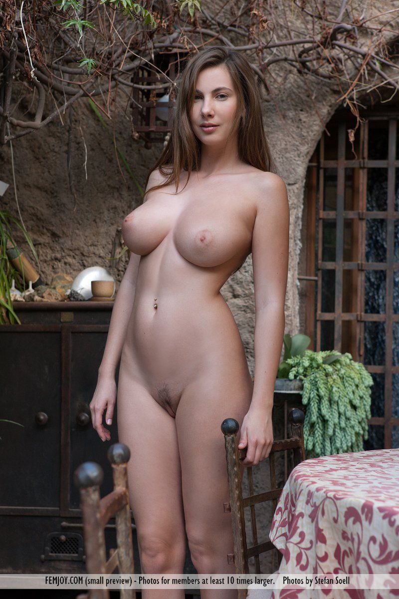 naked strips boobs girl with big